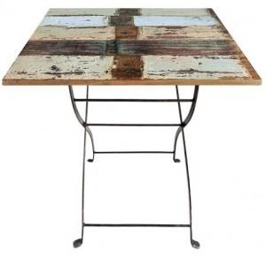 litet köksbord i teak lämpligt för 3-4 personer
