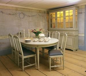 Ovalt designer köksbord i gustaviansk stil